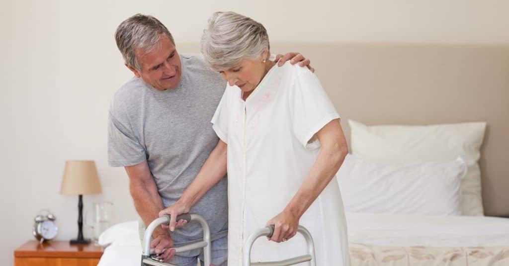 چه چیزی باعث شکستگی لگن در بزرگسالان میشود
